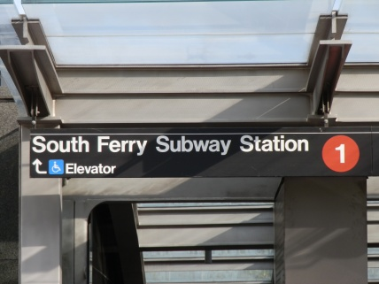 Station signage over the northern entrance to the station, between Battery Park and State Street.