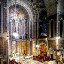 The apse and altar. The mosaic, designed by Hildreth Meiere, depicts the Transfiguration as recorded in the New Testament. The console for the organ — which, with 12,422 pipes, is the largest in New York City — is toward the lower right.